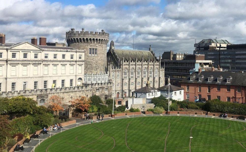 5 Tempat Bersejarah di Irlandia yang Hits, Gak Pernah Sepi Pengunjung!