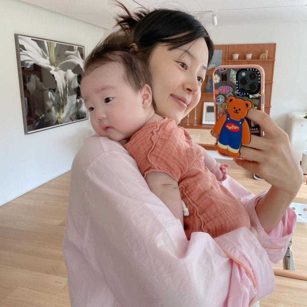 Ada Bobby iKON, 5 Artis Korea Ini Dikaruniai Anak Pertama Tahun 2021