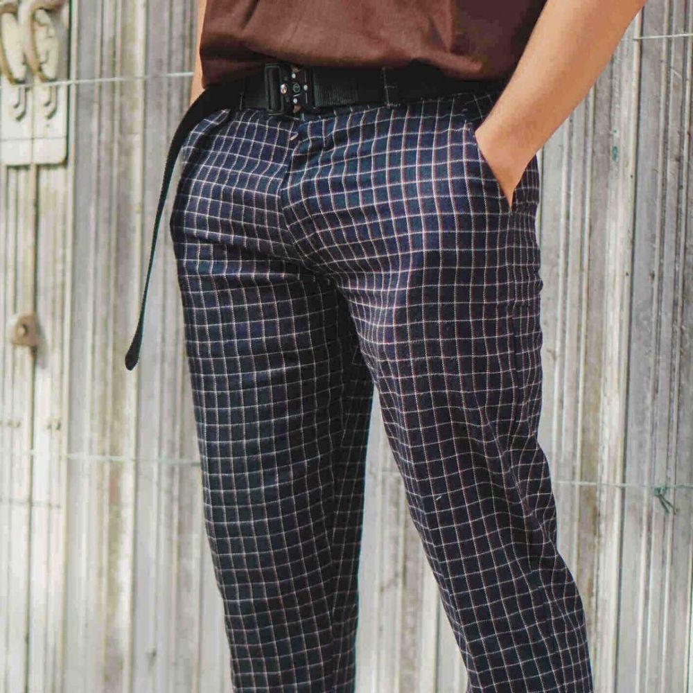 9 Rekomendasi Tartan Pants Pria Merek Lokal untuk Tampilan yang Catchy