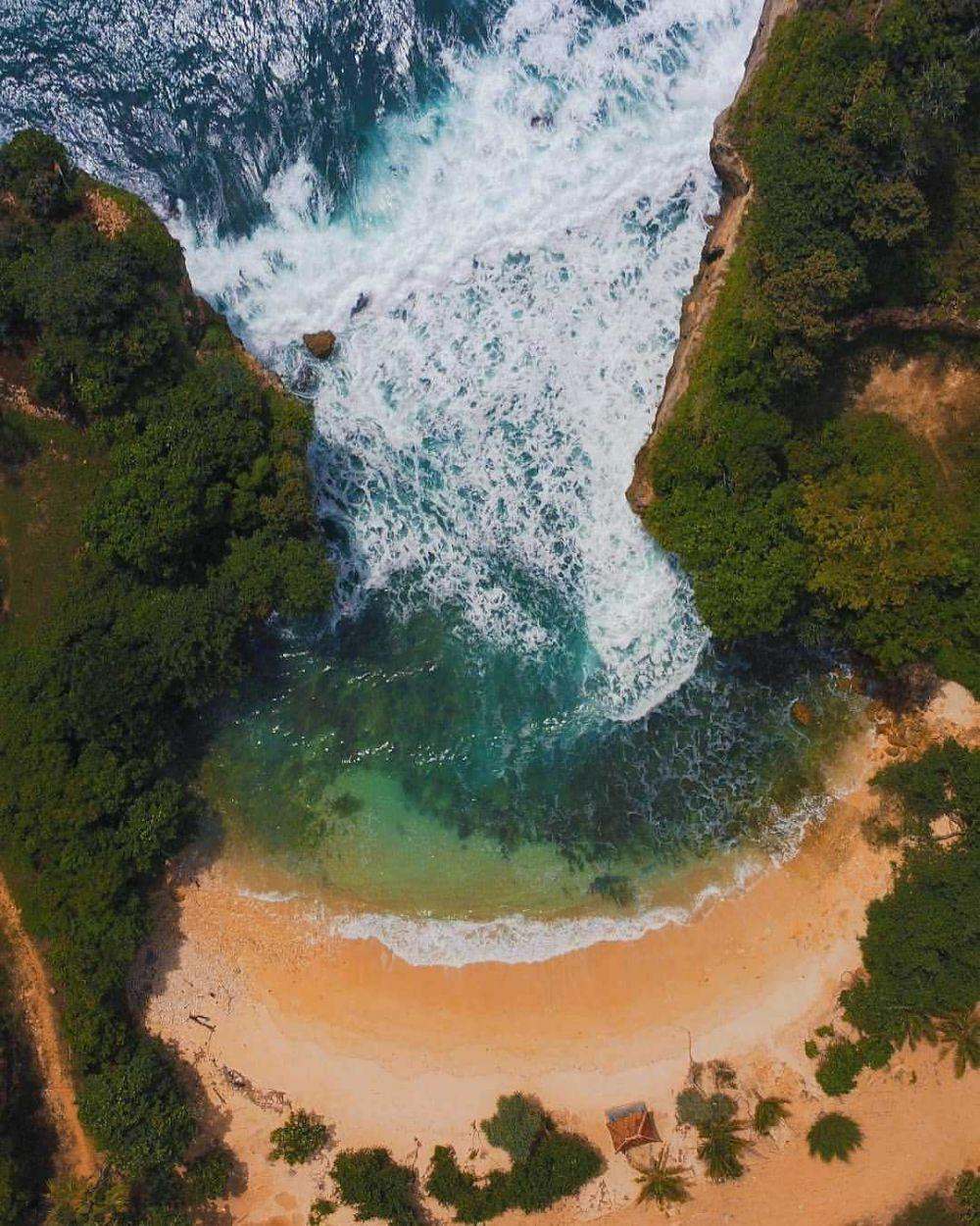 9 Wisata Pantai Cantik di Malang yang Siap untuk Dijelajahi