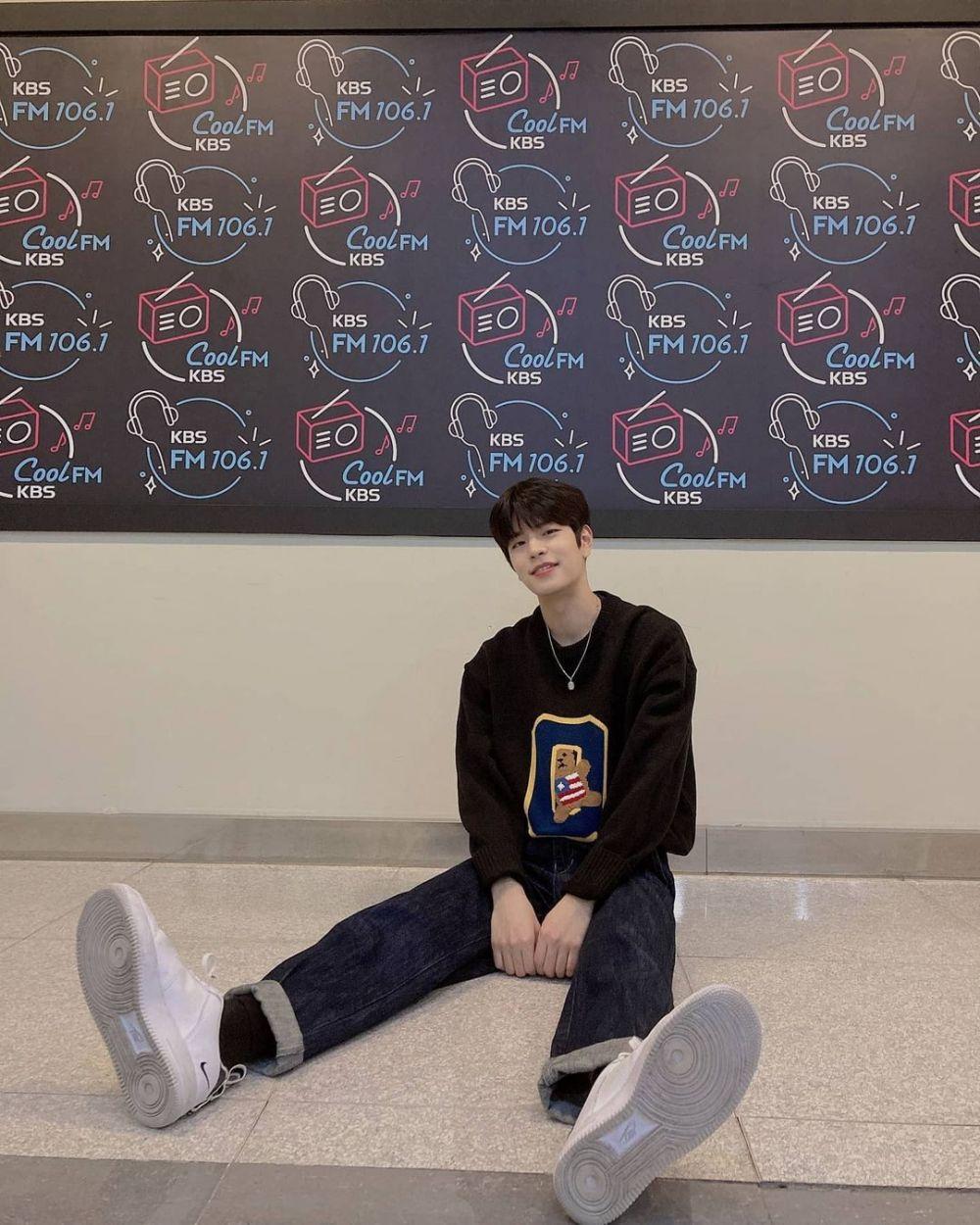 10 Inspirasi OOTD Hits ala Seungmin Stray Kids, Anti Ribet!