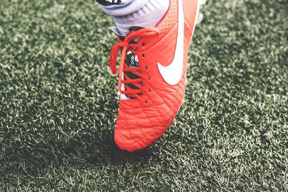 5 Tips Memilih Sepatu Bola Biar Gak Salah Beli dan Awet Tahan Lama!