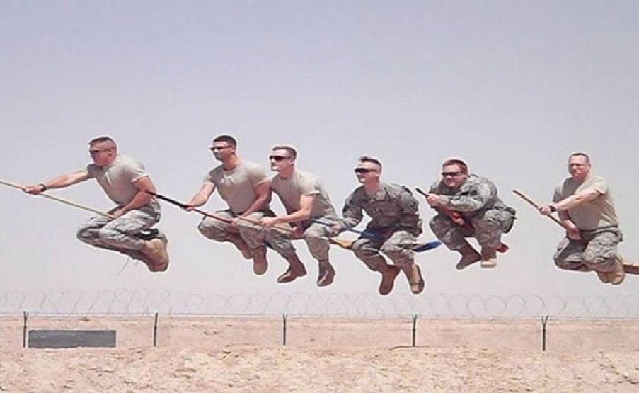 11 Potret Kocak Tentara di Waktu Senggang Mereka, Ngocol Abis!