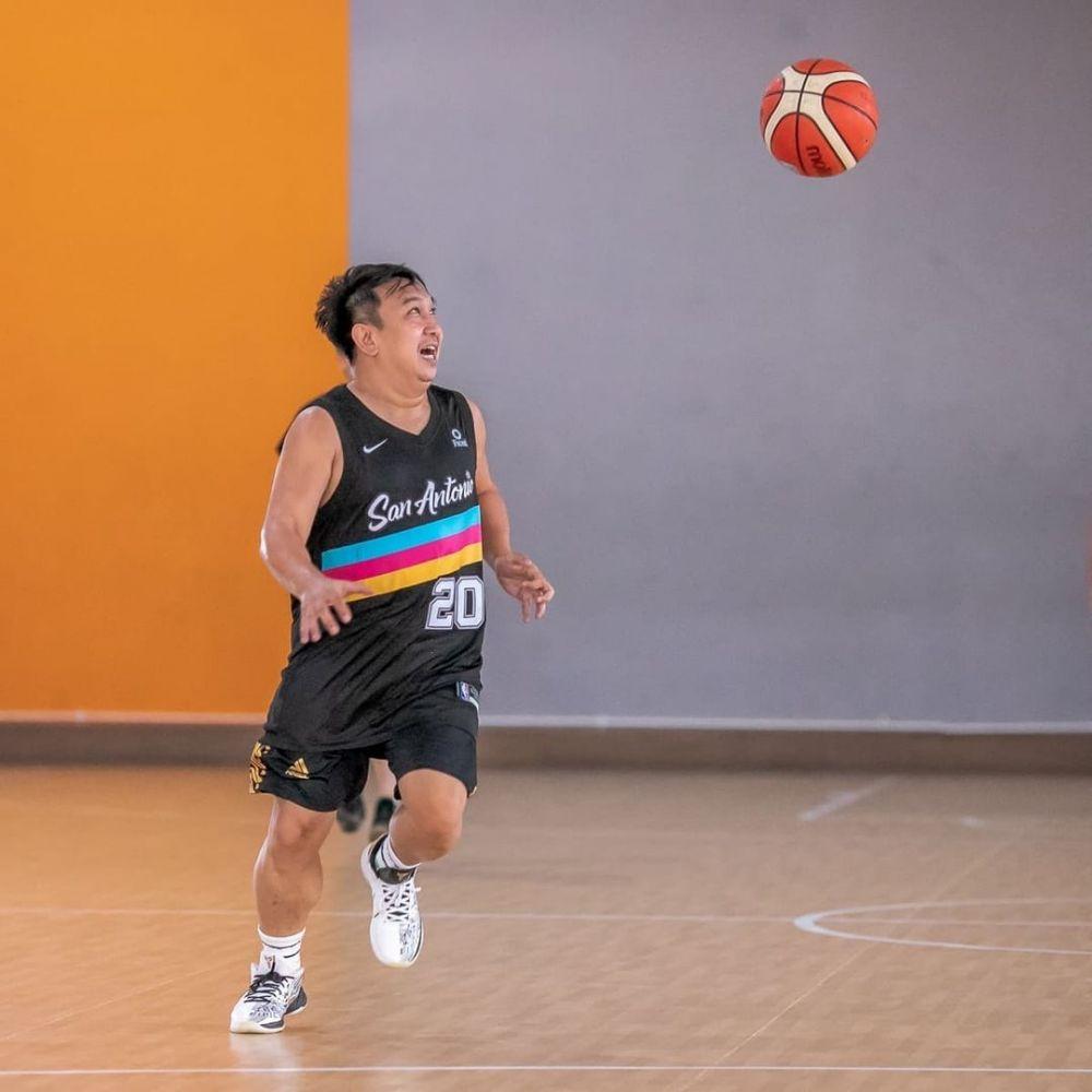 9 Aktor yang Hobi Bermain Basket, Bisa Bentuk Tim Sendiri, Nih!