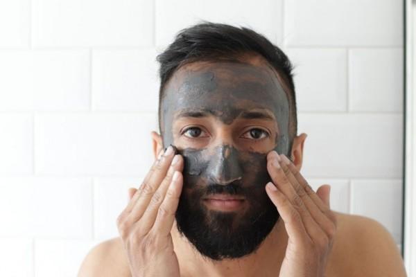 7 Rekomendasi Skincare Pria untuk Hilangkan Bekas Jerawat, Glowing!
