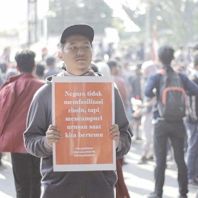 Lucu dan Tajam, Ini 10 Meme Spanduk Demo Mahasiswa ke DPR Terbaik!