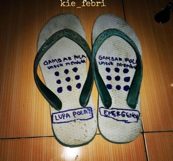 10 Jenis Sandal Anti Maling yang Bentuknya Kocak Abis!