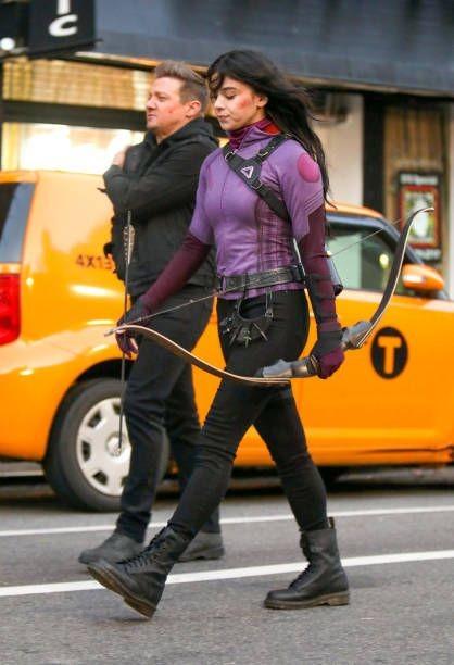 Foto Baru Seri Hawkeye Perlihatkan Interaksi Hawkeye dan Kate Bishop!