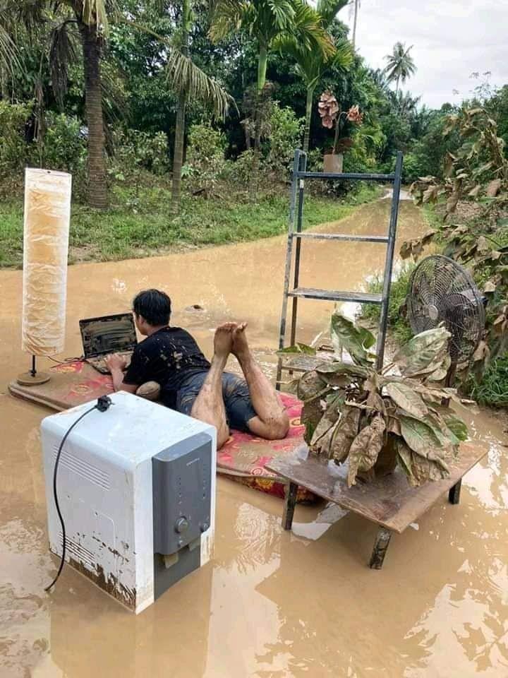 Ini 9 Lagi Foto Kelakuan Masyarakat Indonesia yang Terlalu Santuy!