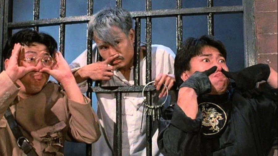10 Potret Aksi Lam Ching-ying, sang Pemeran Pembasmi Vampir!