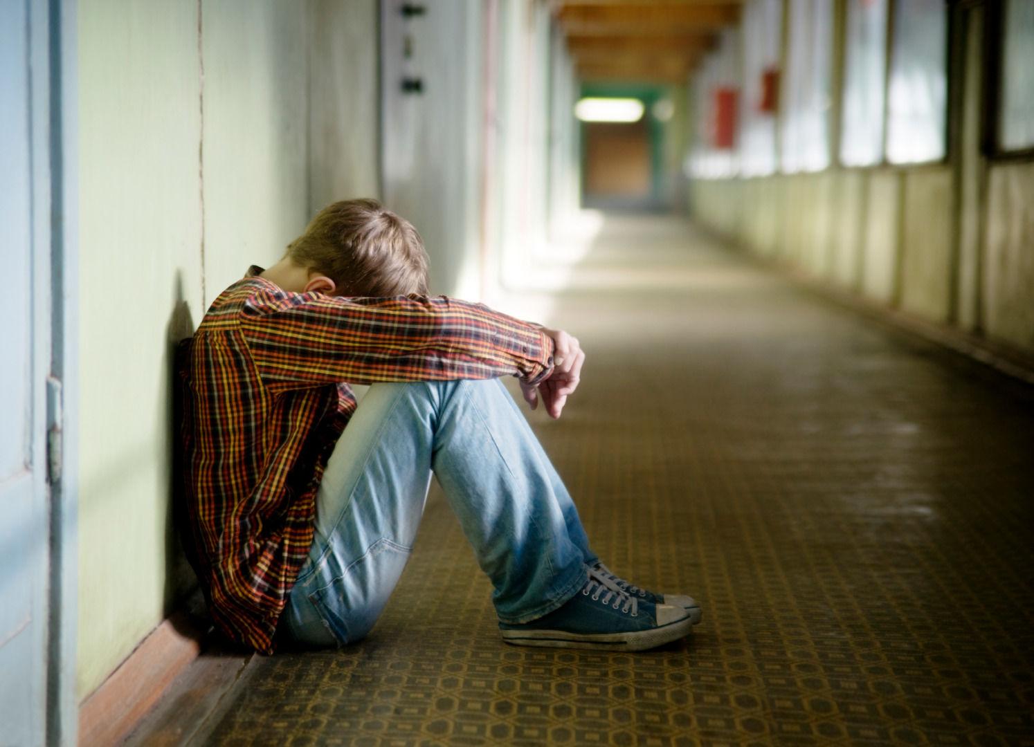 depressed-kid-suicidal-boy-9fa34ea48ed96edec0f05a039b4cca50.jpg