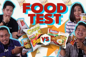FOOD TEST: Indomie vs Chitato Indomie