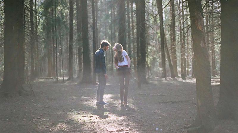 Парень заманил девушку в лес и говорит раздевайся 6