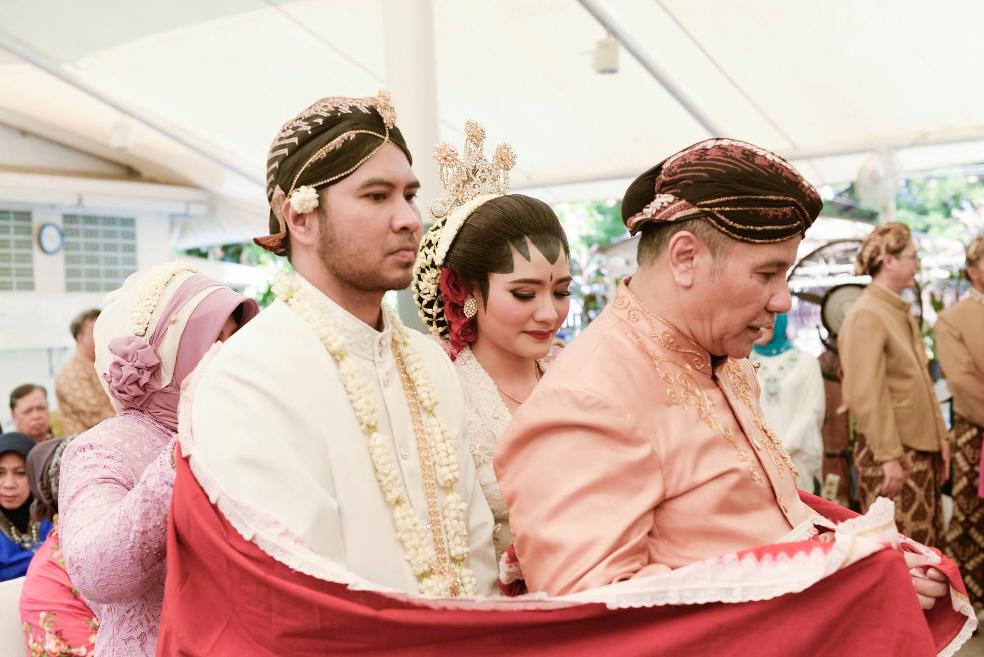 11 Prosesi Pernikahan Adat Jawa Ini Dinilai Ribet, Padahal Punya Makna yang Indah Lho!