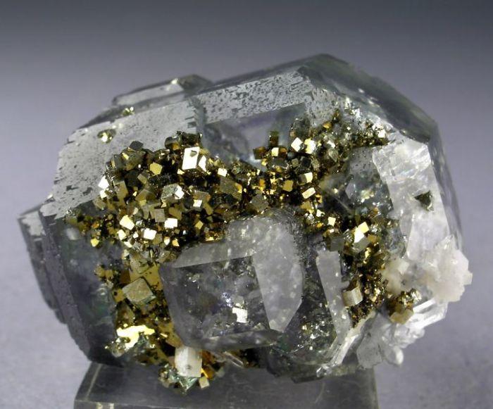 Berkilau Terang, 20 Batu Ini Jauh Lebih Indah daripada Berlian