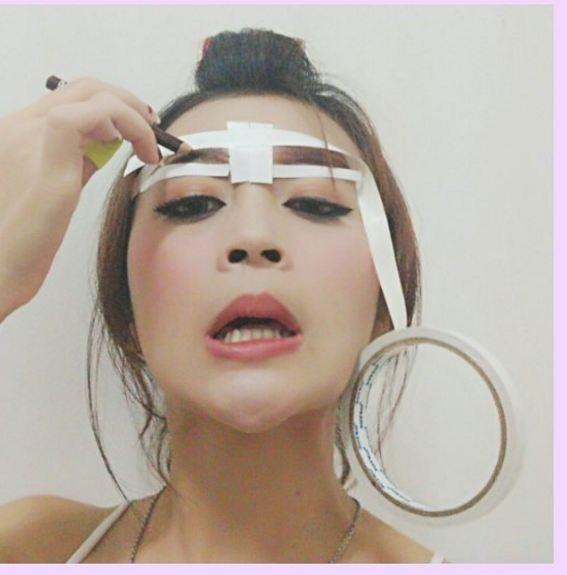 15 Meme Kocak Ini Gambarkan Betapa Sulitnya Pakai Makeup