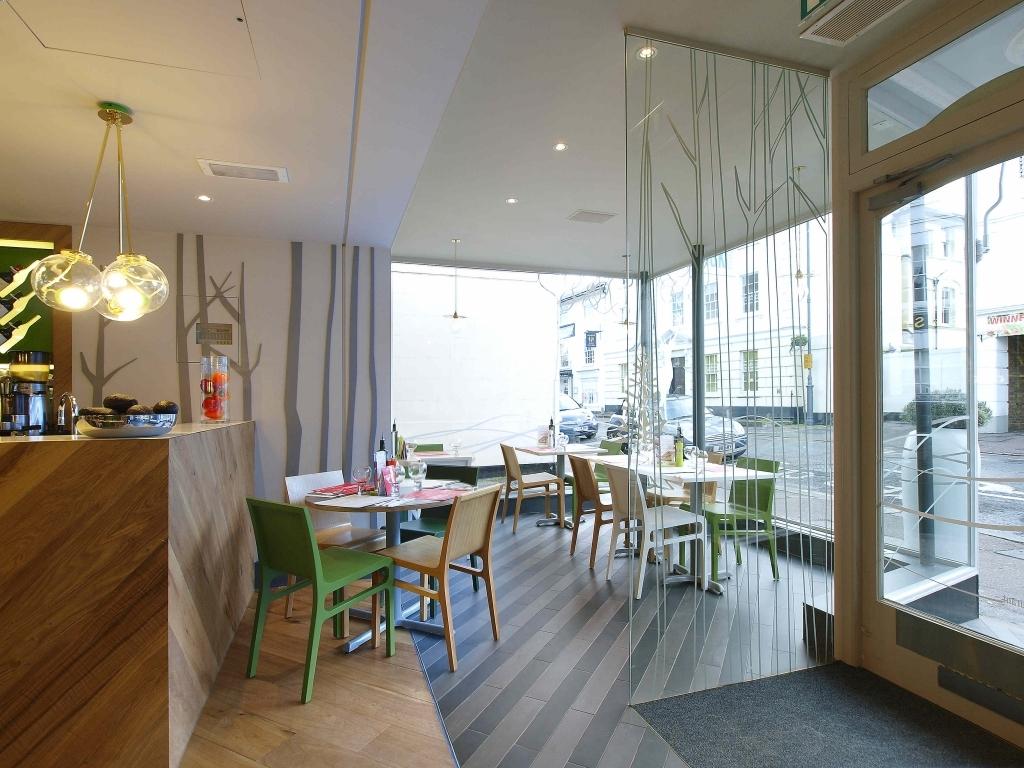 15 desain kafe minimalis untuk kamu yang baru memulai bisnis for Modern restaurant interior design