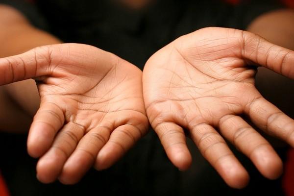 Garis Tanganmu Ternyata Bisa Tunjukkan Kisah Asmaramu Lho!