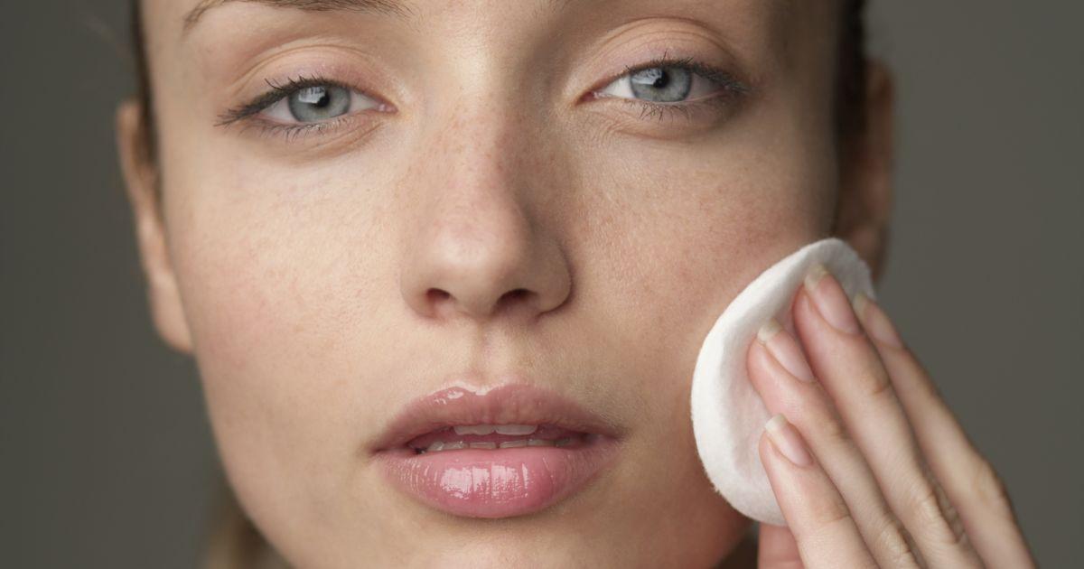 Girls, Ini yang Bakal Terjadi Jika Kamu Tidur Tanpa Hapus Makeup