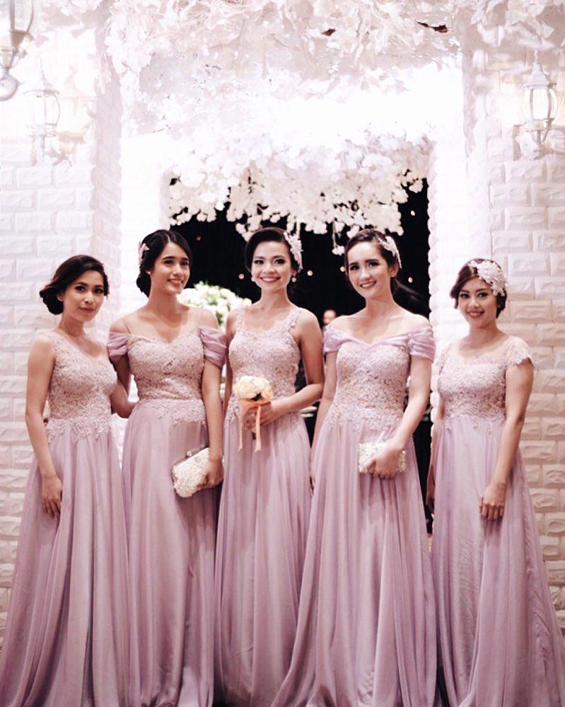 Elegan, Ini 19 Seragam Bridesmaids Terbaik yang Bisa Ditiru