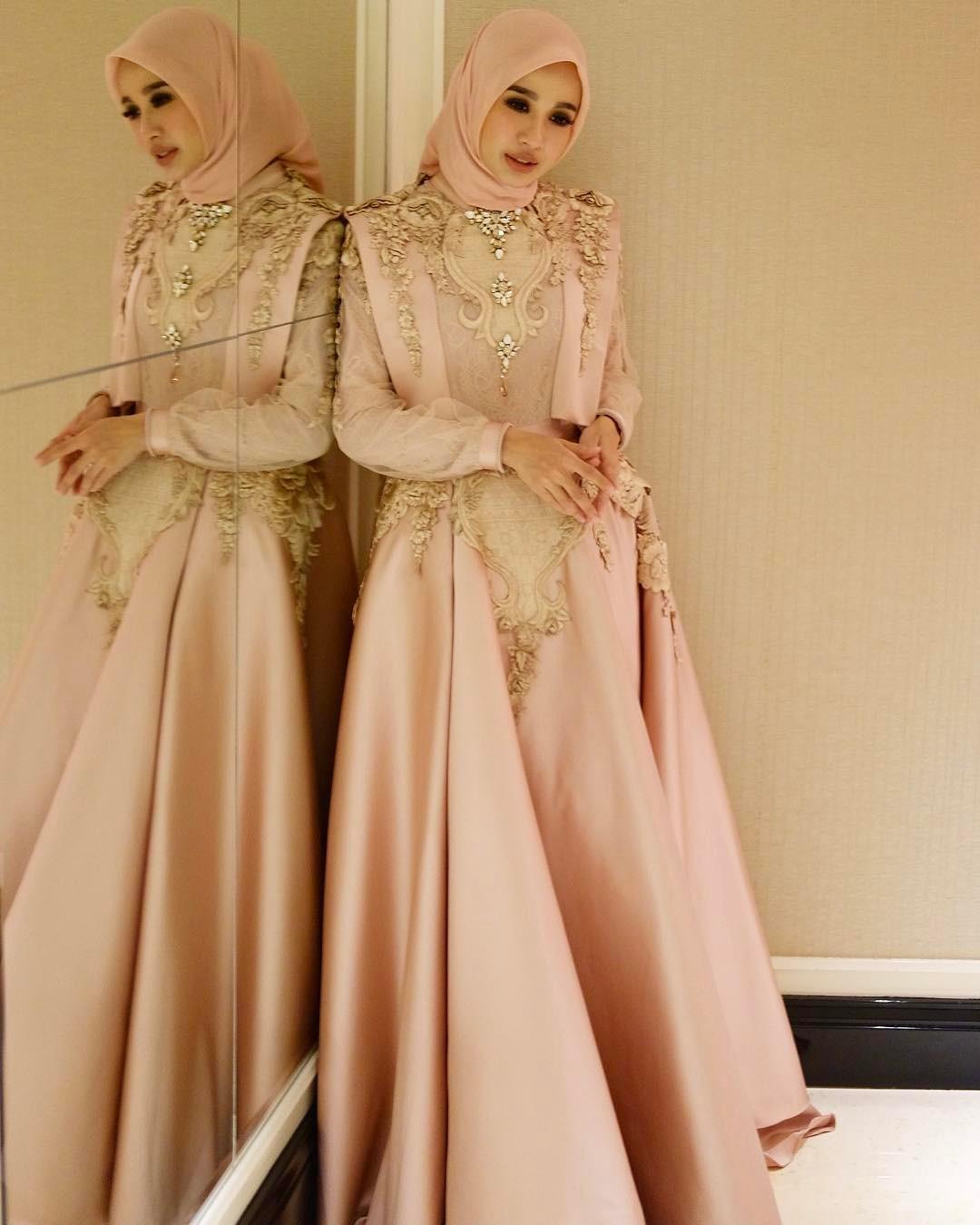 9 Desain Cantik Gaun Muslimah untuk ke Acara Pesta