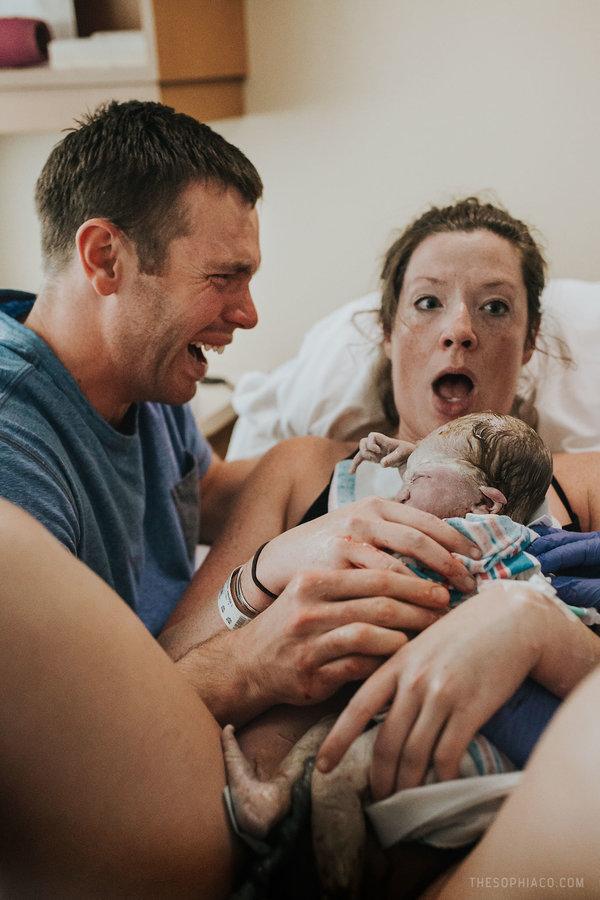 19 Foto Suami Yang Dampingi Istrinya Melahirkan Ngena Banget Di Hati