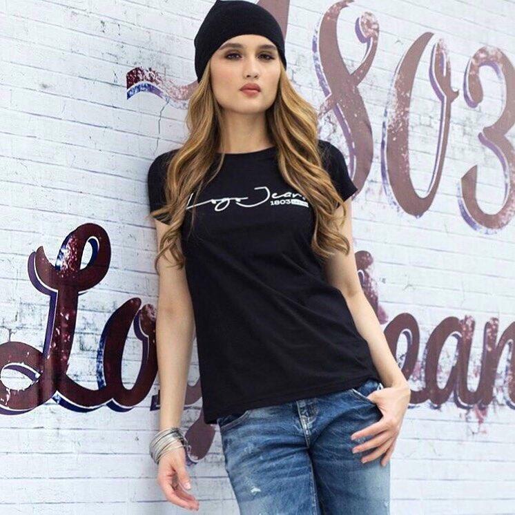 10 Gaya Cinta Laura yang Hits Saat Jadi Bintang Hollywood