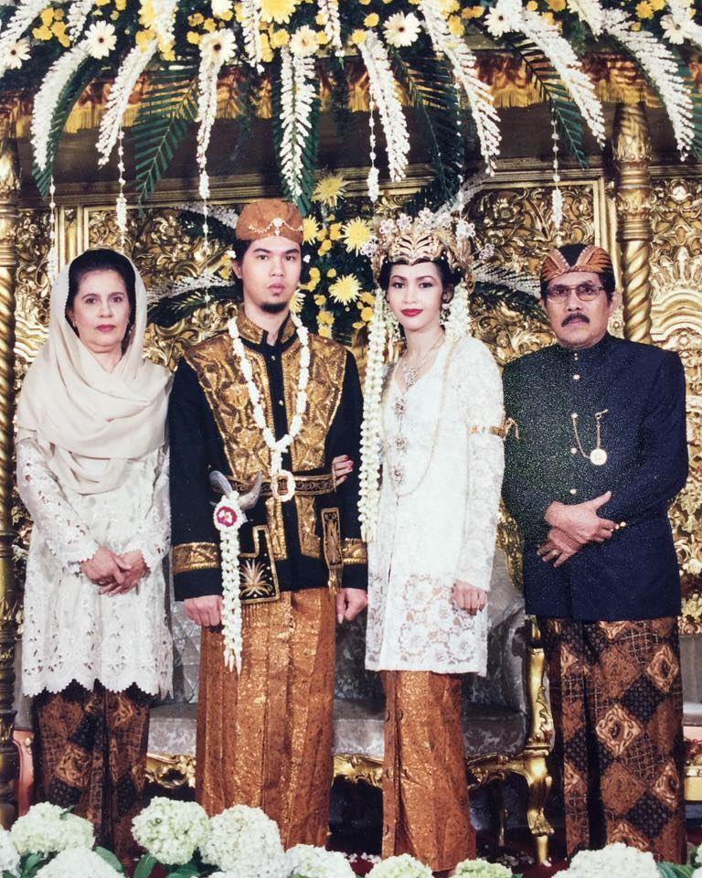 10 Potret Pernikahan Artis Belasan Tahun Lalu, Jadul Tapi Manis