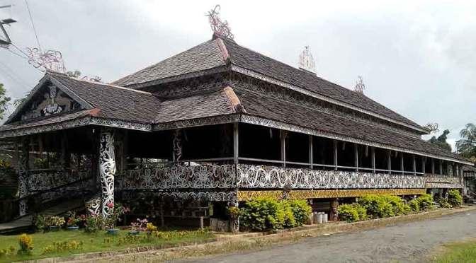 Mengintip Lamin, Rumah Adat Suku Dayak yang Punya Aura Mistis