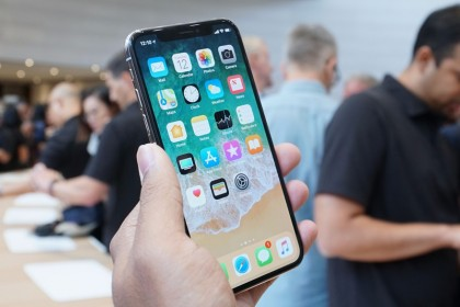 Perbandingan Specs & Harga iPhone X vs iPhone 8, Pilih Mana?