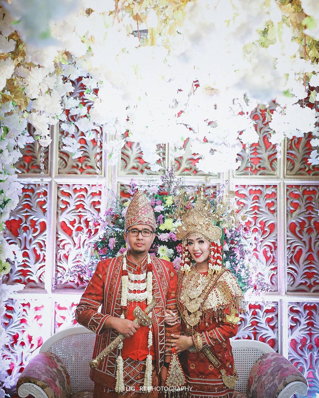 11 Busana Pernikahan Adat Lampung Yang Bikin Tampil Memesona