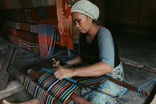 10 Potret Kehidupan Suku Sasak di Desa Sade Lombok, Indonesia Banget!