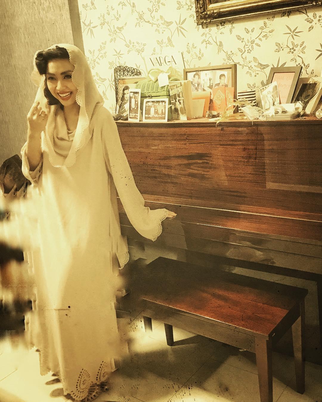 Profil Aimee Saras Pelantun Asli Kelam Malam, Lagu Mistis di Pengabdi Setan