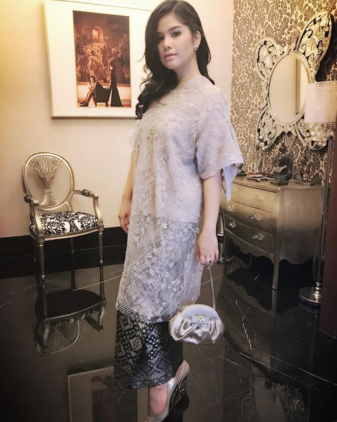 Tampil Anggun Ini 10 Gaya Annisa Yudhoyono Dalam Balutan Kebaya