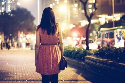 Ini Alasan Jalan Malam Sendiri Walau di Tempat Terang Bikin Kamu Takut