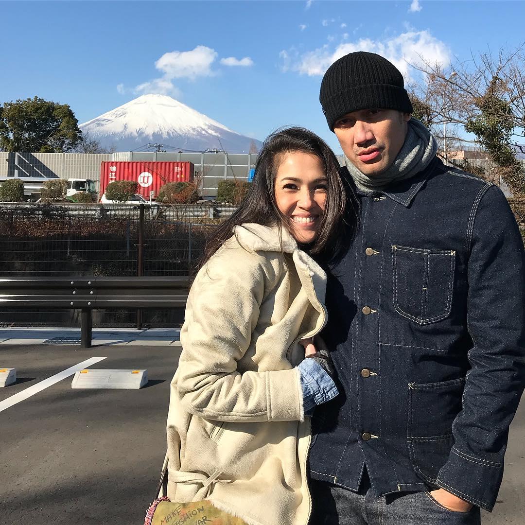 Awal Tahun, Ini 10 Potret Liburan Tora Sudiro & Mieke ke Jepang