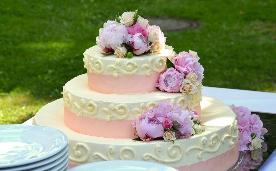 10 Bunga pada Kue Cantik Ini Ternyata Bisa Dimakan Lho, Enak Pula!
