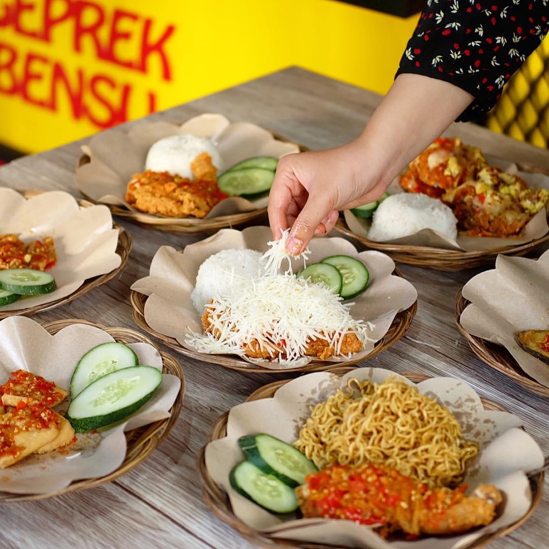 5 Ayam Geprek Paling Favorit di Surabaya, Sedapnya Terasa!