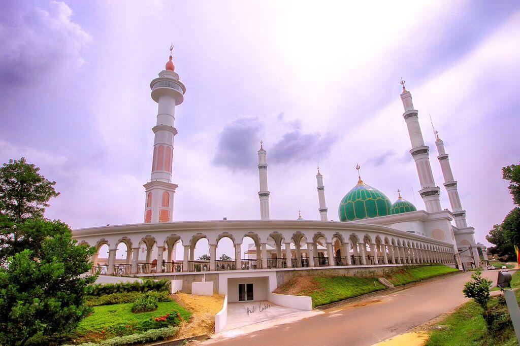 7 masjid megah di indonesia yang cocok jadi wisata religi saat ramadan rh idntimes com