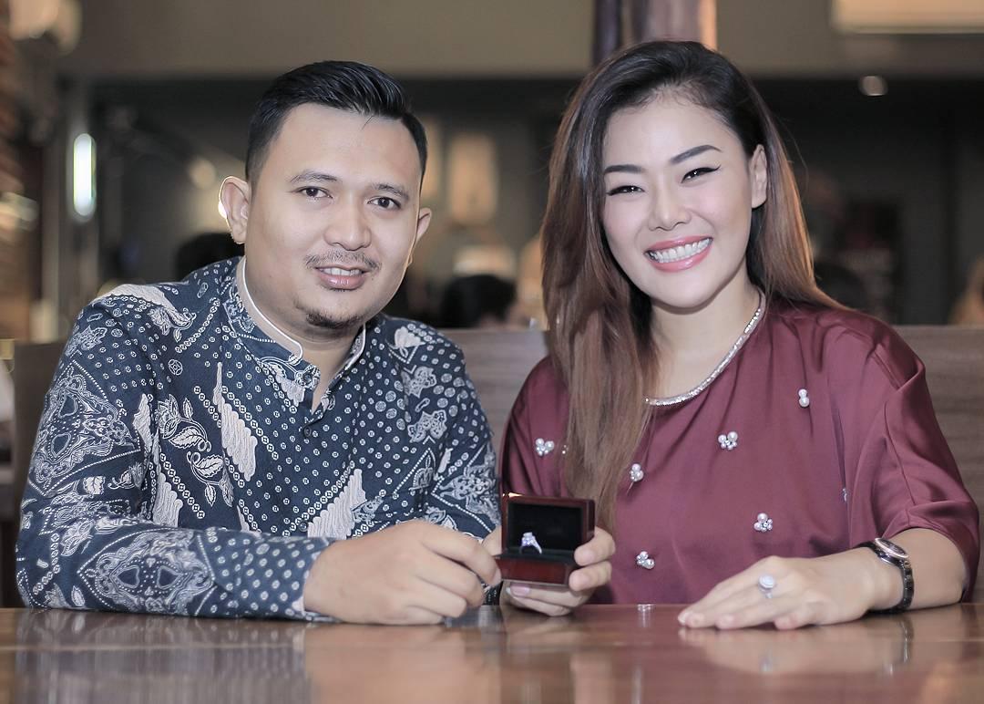 Akan Menikah, Ini 10 Potret Mesra Chef Aiko dan Calon Suami
