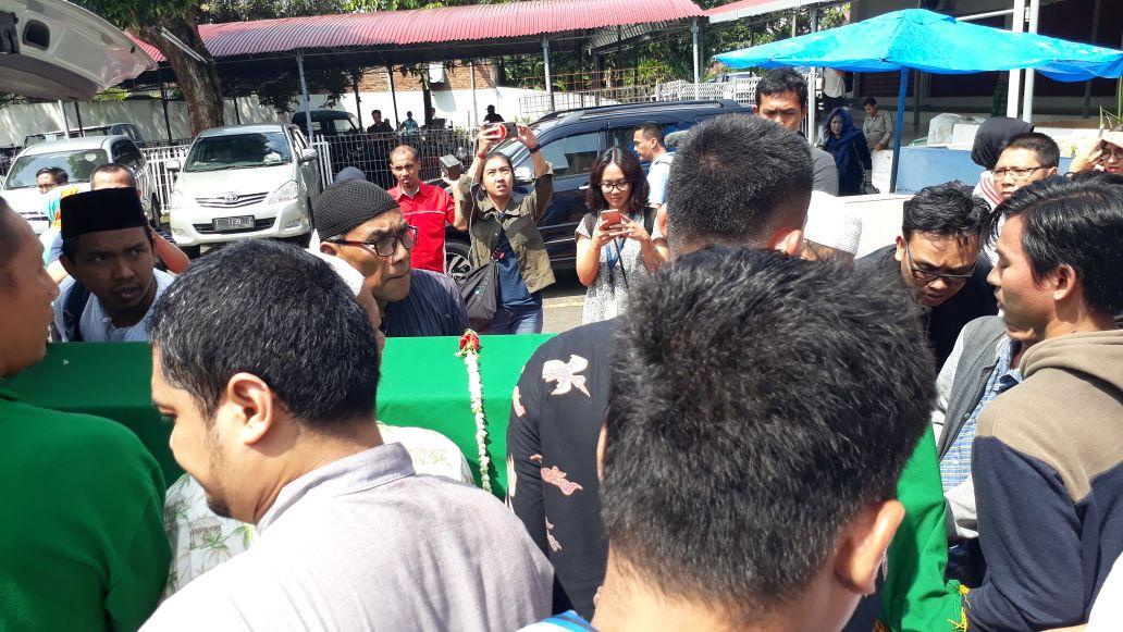Diiringi Isak Tangis Keluarga, Jenazah Hunaidi Pensiunan TNI Dimakamkan