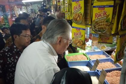 Sidak Pasar, Mendag Pastikan Harga Sembako Aman