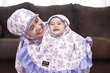 10 Foto Baby Qiandra Mengenakan Hijab Ini Gemas Abis, Imut Maksimal!