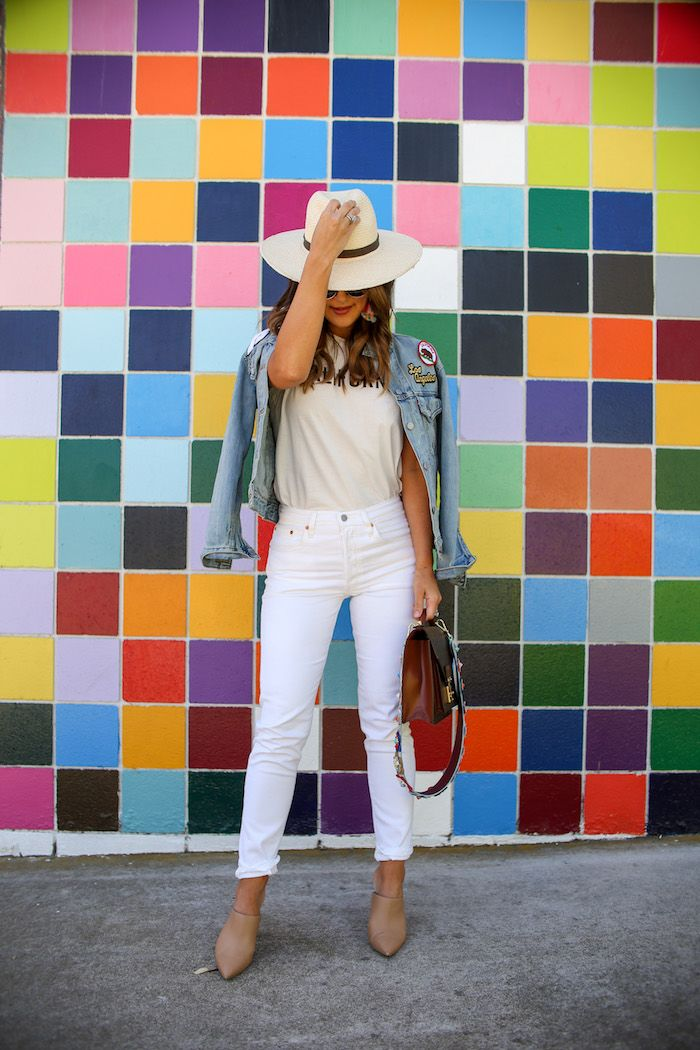 Intip 10 Tips Mix and Match Oversized Denim Jacket Kamu