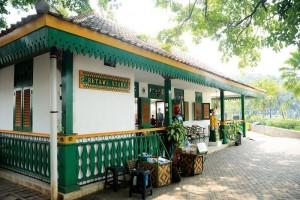 5 Tempat Rekomendasi Berburu Oleh-oleh di Jakarta, Lengkap Banget!