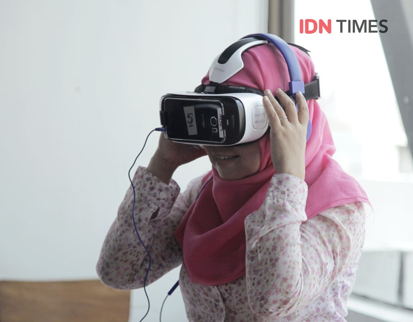 Mengangkat Kemiskinan Lewat Teknologi Virtual Reality Training Bus