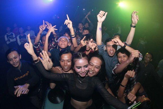 10 Potret Verny Hasan, DJ yang Pernah Dekat dengan Denny Sumargo