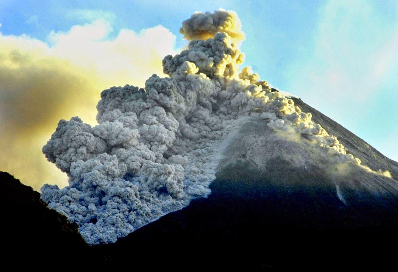 Ada dari Indonesia, 8 Gunung Berapi Paling Berbahaya di Dunia