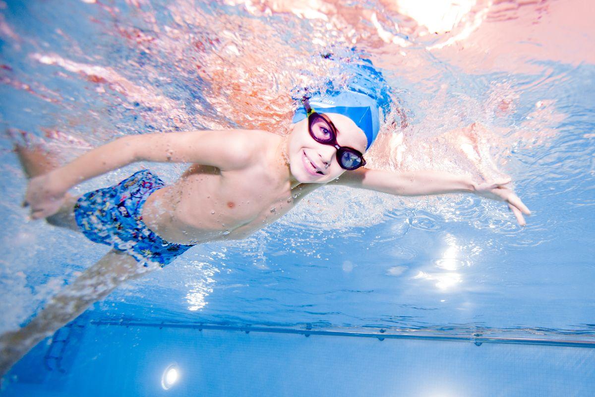 10 Manfaat Kesehatan Berenang Secara Rutin