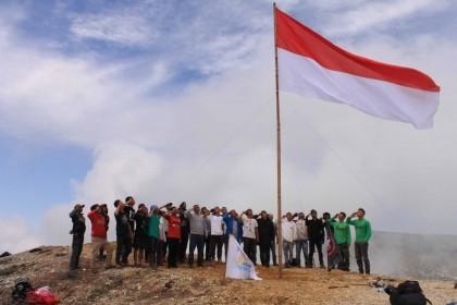 6 Rekomendasi Gunung untuk Upacara 17 Agustus 2018, Khidmat & Spesial